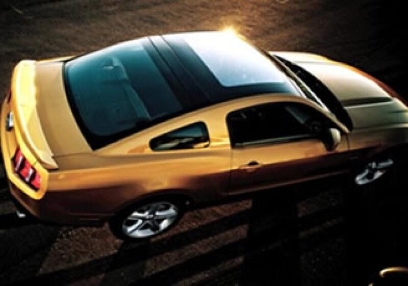 El Mustang Glass Roof 2010 está basado en el Mustang 2008, el primer convertible en obtener 5 estrellas por seguridad al conducir. (Foto: www.conduciendo.com)