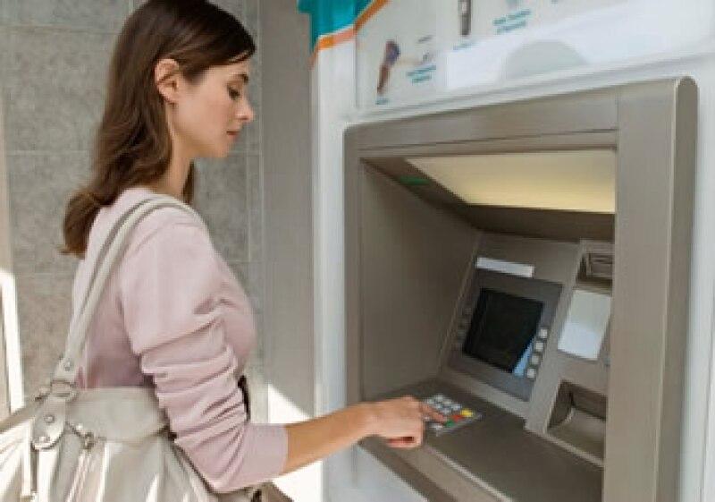Con las modificaciones a los cobros en cajeros automáticos, Banxico espera mayor trasparencia y competencia a favor del cliente. (Foto: Jupiter Images)