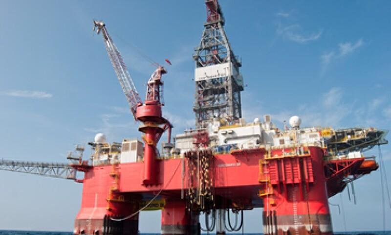 Los precios del petróleo han caído 30% desde junio debido a una mayor producción en EU.   (Foto: iStock by Getty Images. )