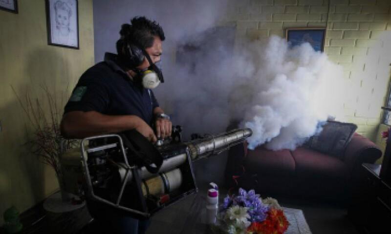 Las labores de fumigación se han llevado a cabo en varios países latinoamericanos. (Foto: EFE)