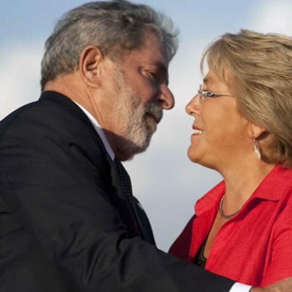 La presidenta chilena, Michelle Bachelet, recibió el lunes al mandatario de Brasil, Lula da Silva, quien manifestó su respaldo a su homóloga