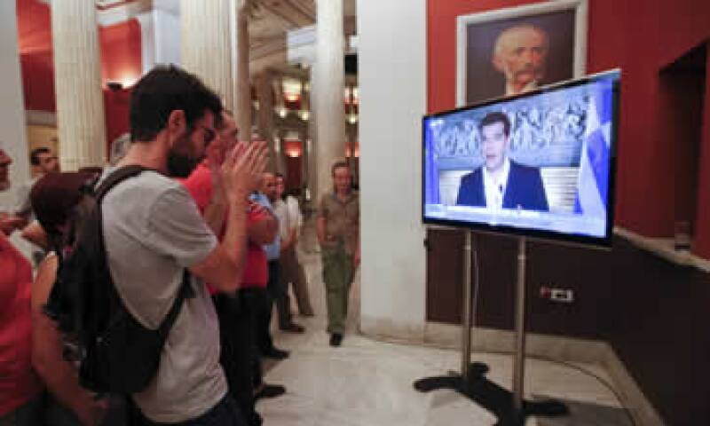 El primer ministro de Grecia, Alexis Tsipras, llamó a la unidad a los griegos en un mensaje televisivo. (Foto: Reuters )