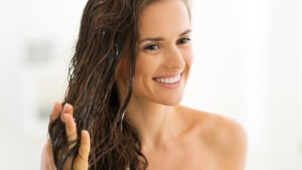 ¿Estás cansada del frizz, las puntas abiertas y el pelo seco? Te ayudamos a solucionar estos problemas con ingredientes naturales y que puedes hacer en casa.