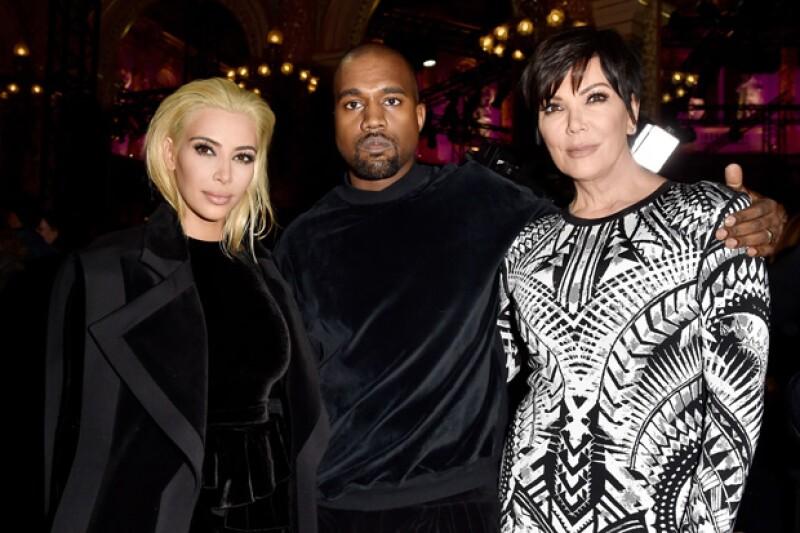La socialité asistió con su esposo Kanye West y su madre Kriss Jenner al desfile de Balmain, en París, donde debutó con su nuevo look.