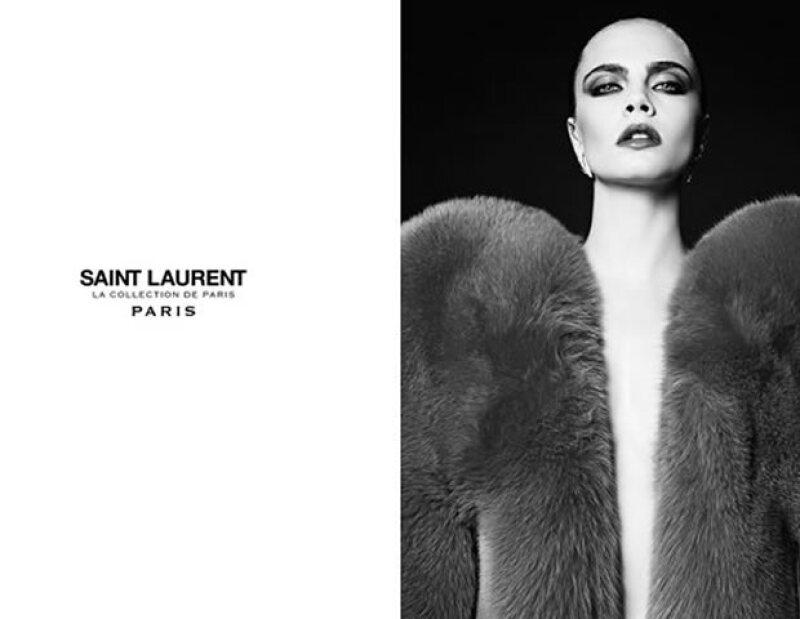 Cara, quien modela exclusivamente para Saint Laurent y Chanel, ¡regresa con una campaña impactante!