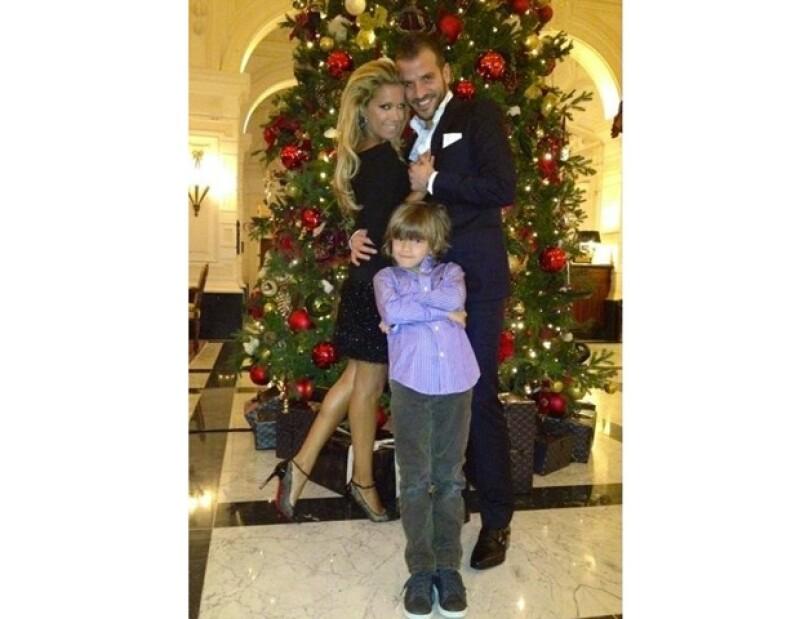 A pesar de que hace unos días la pareja subió una foto de ellos dos junto a su hijo, la conductora y modelo decidió pedirle el divorcio al holandés.