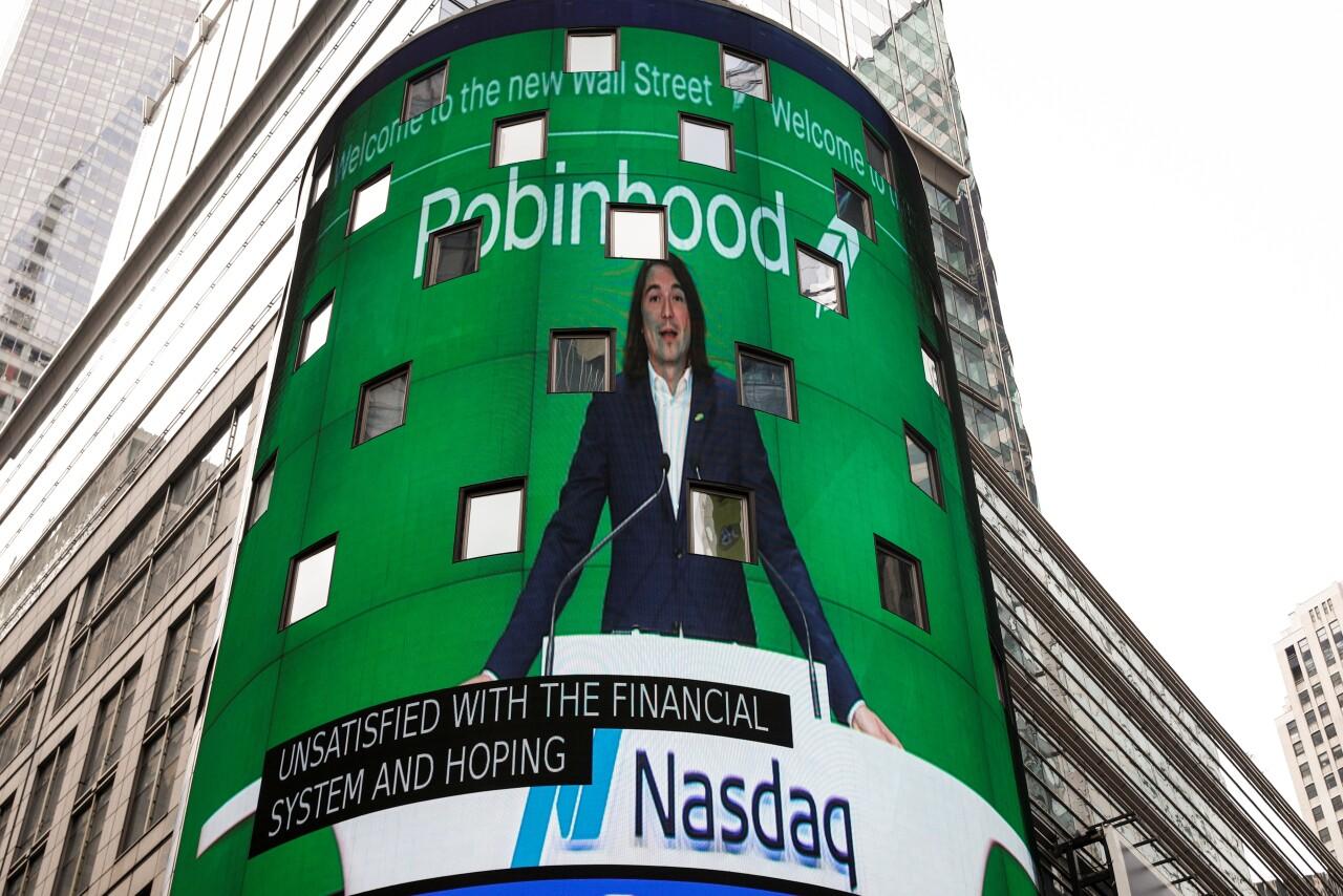 Las acciones de la plataforma de inversión Robinhood caen 9% en su debut