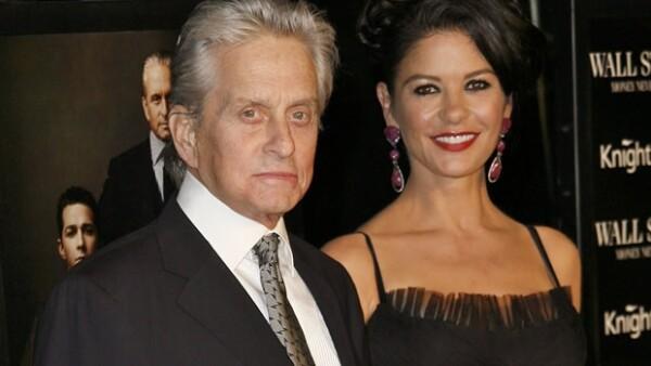 A pesar de encontrarse en pleno tratamiento contra el cáncer, el actor acudió acompañado de su esposa a la premier de `Wall Street: Money Never Sleeps´.