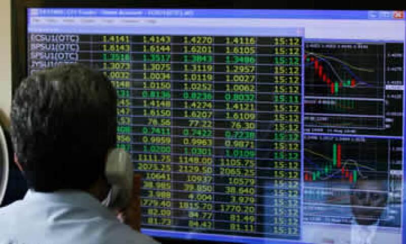 Los bonos del Tesoro de EU y el oro caen ante el avance del mercado accionario. (Foto: Reuters)