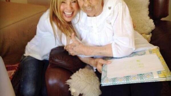 Thalía y su abuelita
