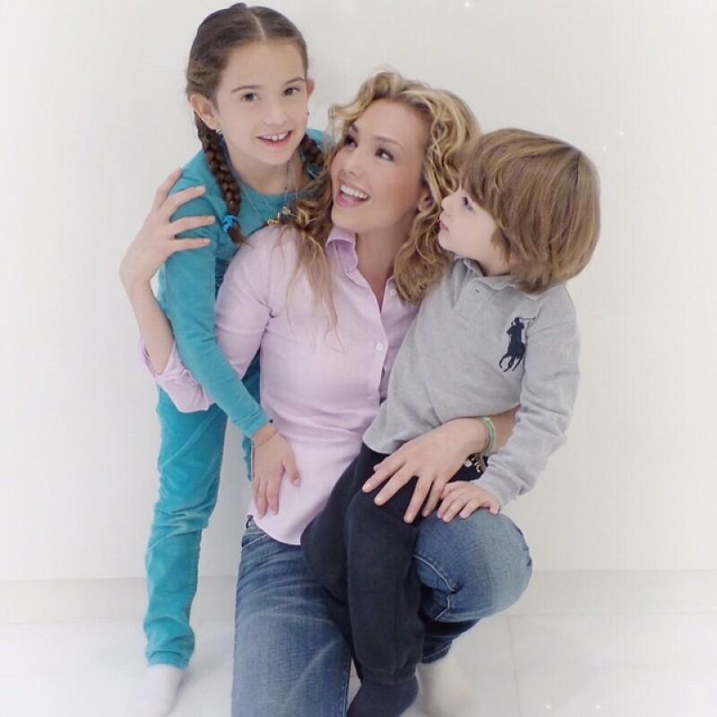 La cantante en una de las pocas imágenes que ha compartido de sus dos hijos.