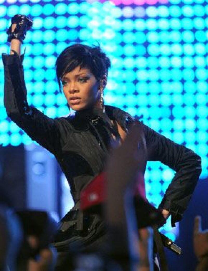 Los promotores de Indonesia dijeron que la artista de 20 años anuló su presentación programada en dicho país para este jueves debido al caso de agresión que involucra a su novio, Chris Brown.