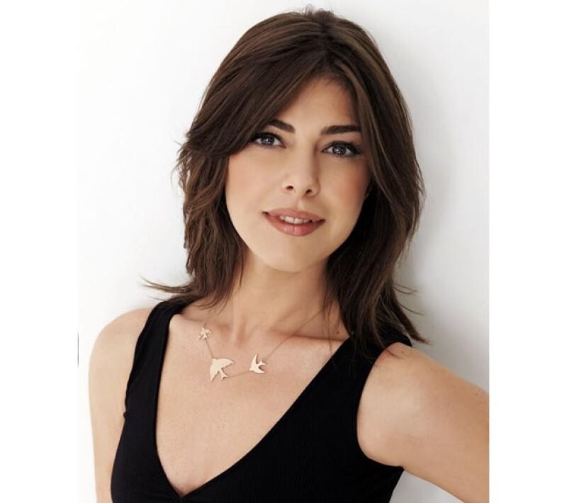 Tras una queja por parte de un partido islamista, la conductora Gözde Kansu fue vetada de una cadena televisiva al ser criticada por un agudo escote que vistió durante un programa.