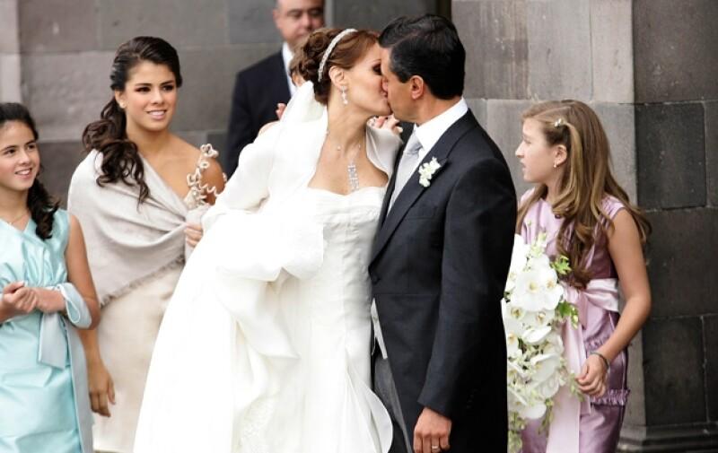 La pareja selló su amor ante los medios de comunicación con un beso en 2010. Los hijos de ambos los acompañaron.