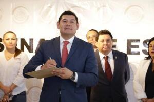 El 19 de febrero pasado, el senador de Morena presentó una iniciativa para impulsar programas de microcréditos y capacitación a mipymes de zonas marginadas.