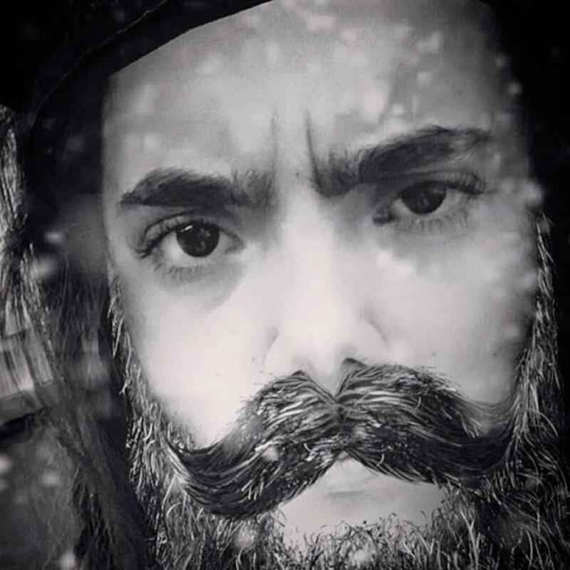 El cantante publicó una imagen de una persona muy parecida a él, pero no dijo quién era, lo que provocó que sus seguidores comenzaran a adivinar.