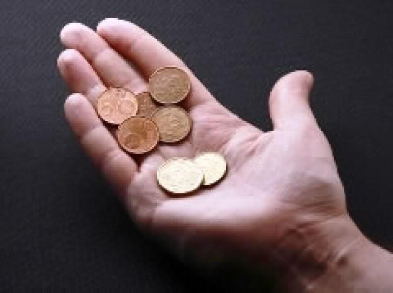 Las remesas mantienen la tendencia a la baja por la crisis de EU. (Foto: Archivo)