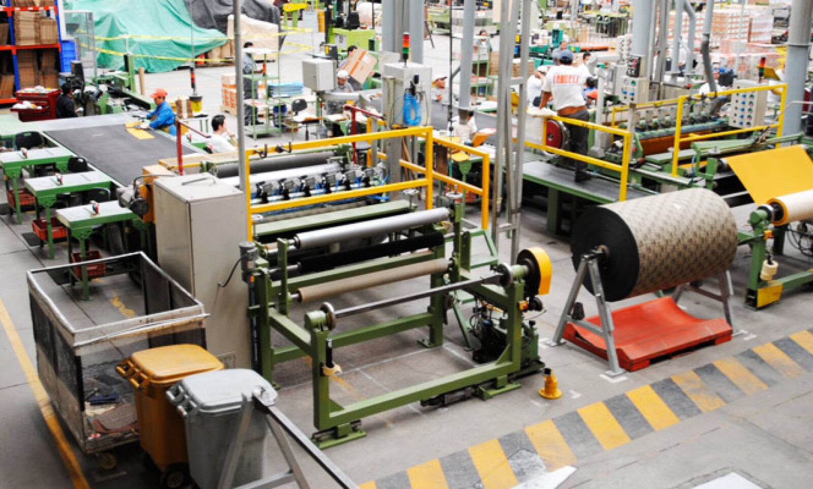 En esta zona se cortan las lijas en tamaños estandarizados de acuerdo a la línea y producto.