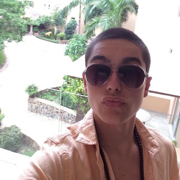 Sergio Mayer Mori tiene 16 años. Con esta foto presumió su reciente cambio de look. Se rapó.
