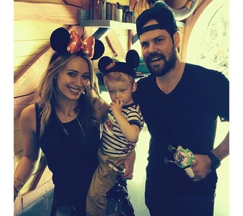 La cantante viajó este fin de semana junto con su esposo Mike Comrie y su bebé Luca al conocido parque de diversiones. Compartió los mejores momentos en Twitter.