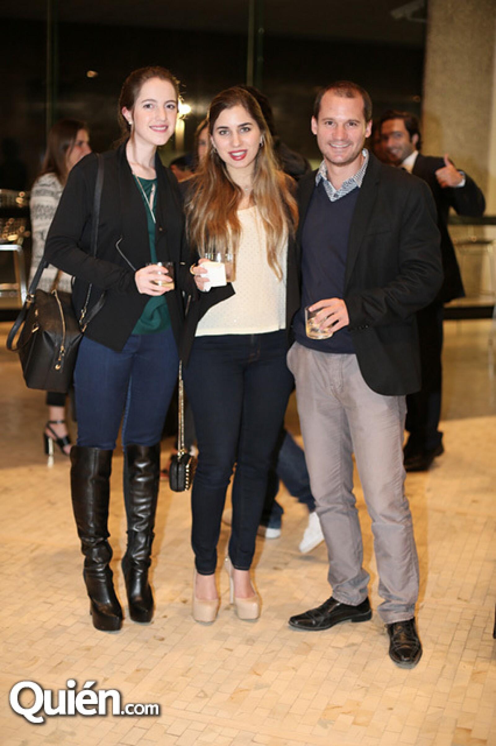 Jimena Monge,María Garza y Héctor Delmar