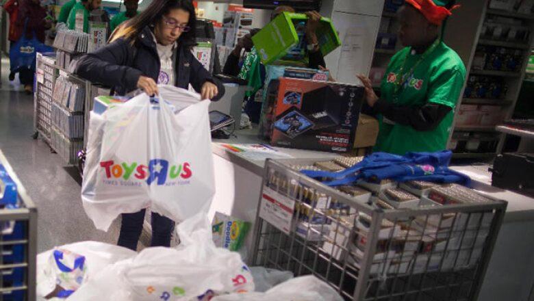 Pese a abrir desde el jueves, en las tiendas se vieron sólo pequeños grupos de personas.
