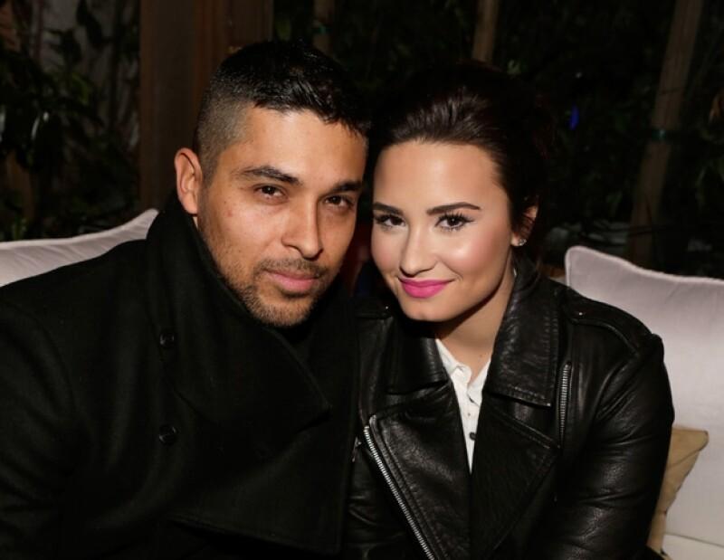 La pareja fue captada cenando en un restaurante de Los Ángeles, donde las muestras de afecto no faltaron.
