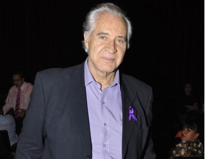 El actor firmó un acuerdo con la televisora del Ajusco, el cual le permite seguir trabajando con su nombre.