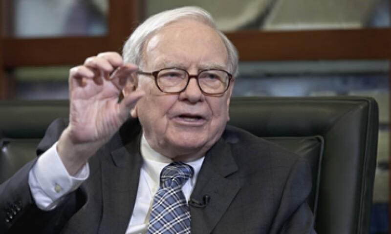 Warren Buffett dijo que no puede saber el valor que tendrán Facebook o Apple en cinco o diez años. (Foto: AP)