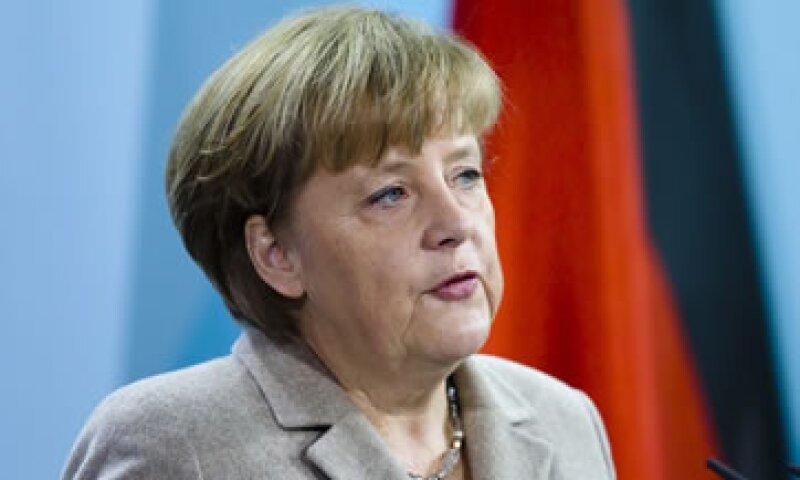Merkel estará en problemas si más de 19 parlamentarios votan en contra o se abstienen de votar. (Foto: AP)