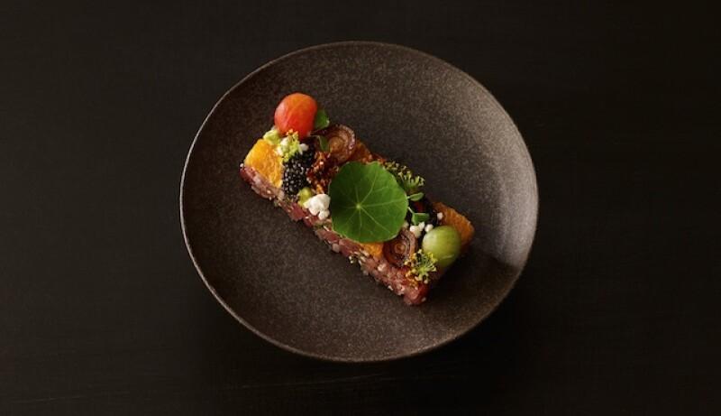 El restaurante La Chine, en el icónico hotel, ofrece un menú especial para este festejo