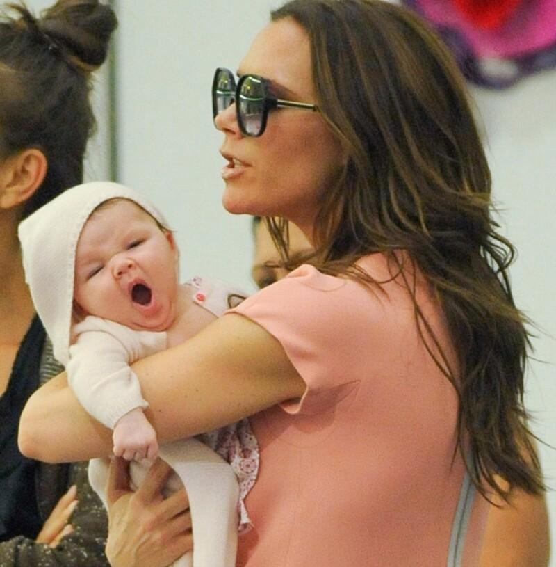 Las guapas mamás se han mostrado al mundo en su lado más maternal, al ser captadas por los paparazzi mostrando cada una y por separado a sus hijos.