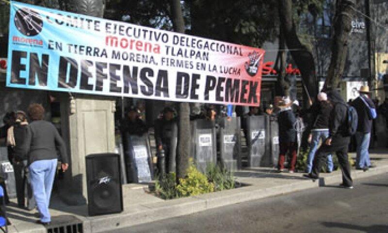 Afuera del Senado, las protestas contra la reforma energética se mantienen. (Foto: Cuartoscuro)