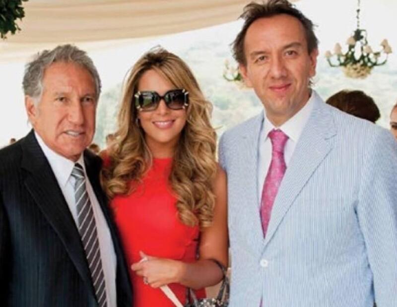 Arturo Montiel con su primogénito y su nuera Lorena Elizondo.