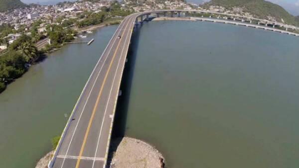 Construcción de los Viaductos I y II del Camino a la  Planta Regasificadora de la CFE, en Manzanillo, Colima