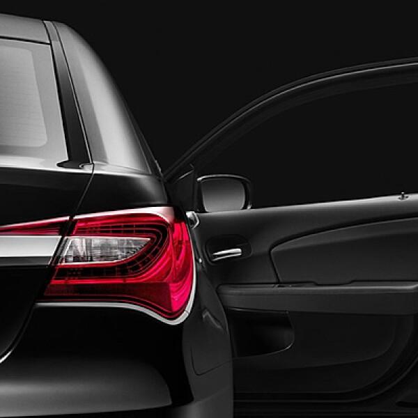 El automóvil también recibió nuevas ideas en el interior con una pantalla táctil, asientos en piel con diseño ergonómico y calefacción automatizada de acuerdo al clima exterior.