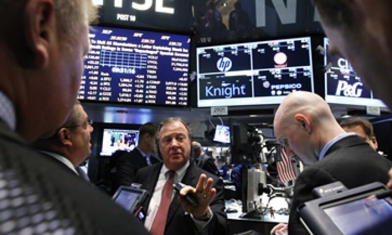 El Dow Jones industrial subía 85.98 puntos, o 0.66%, a 13,203.49 unidades. (Foto: Reuters)