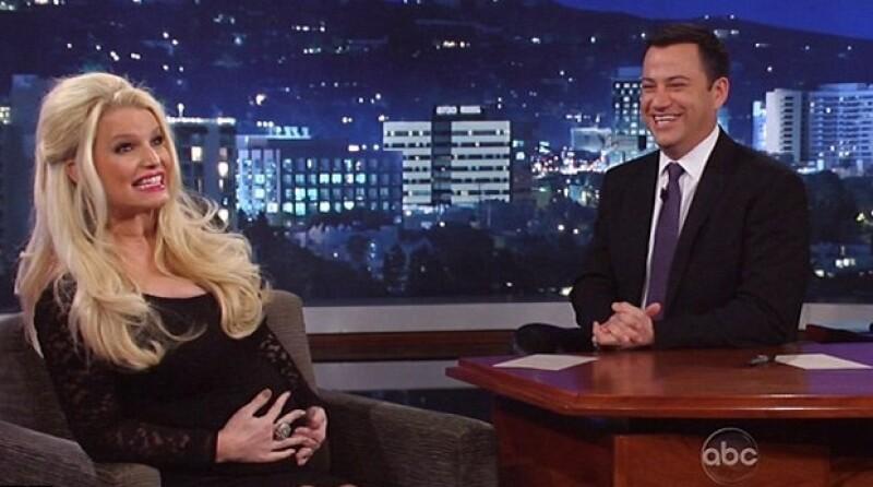 A pesar de que antier la empresaria se hizo la difícil con Ellen DeGeneres, el comediante Jimmy Kimmel le sacó toda la verdad, sobre el sexo de su futuro bebé.