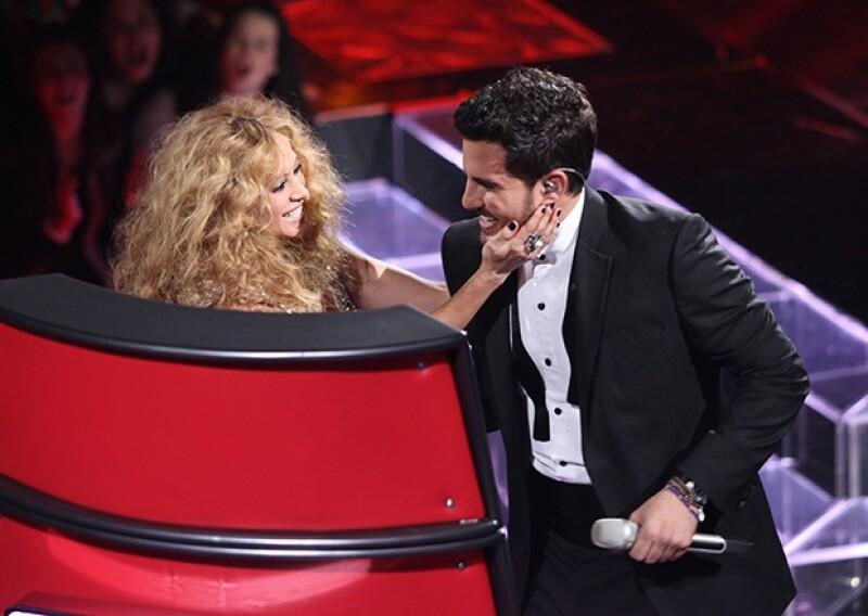 Durante una entrevista, el sinaloense dijo estar en un excelente momento de su relación con la Chica Dorada, de quien sigue sus consejos para desempeñarse mejor en el mundo del espectáculo.
