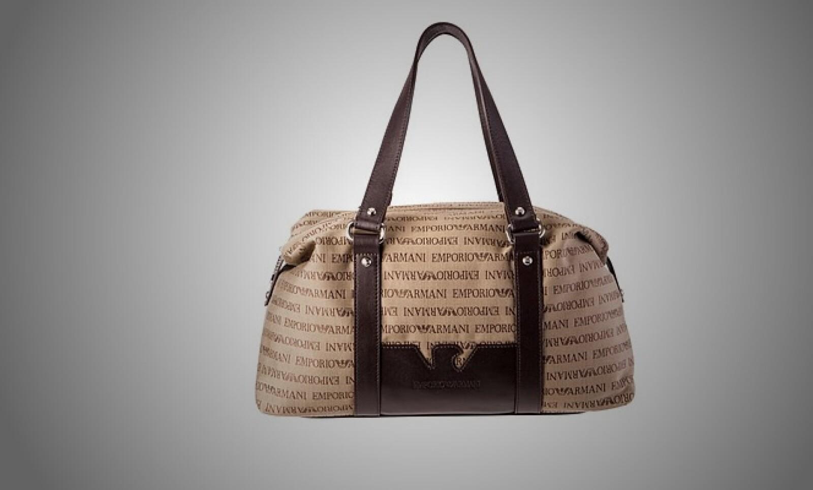 4.Armani propone el regreso de las bolsas de tamaño grande; para muestra esta pieza, fabricada en piel y detalles en 'nubuck'.