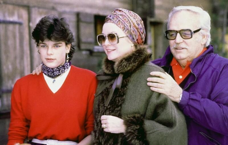Grace Kelly con su esposo Rainiero y su hija Estefanía.