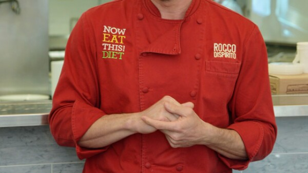 Rocco DiSpirito ha encantado con su fuerte personalidad y sus pantalones a la hora de dirigir una cocina. Tiene dinero, porte, es guapo y sabe vestirse bien.