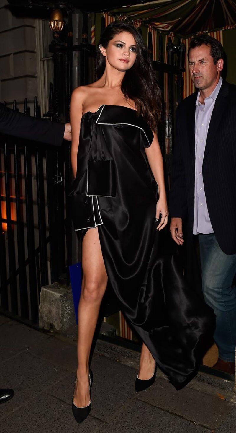Selena gusta ahora de presumir sus piernas.