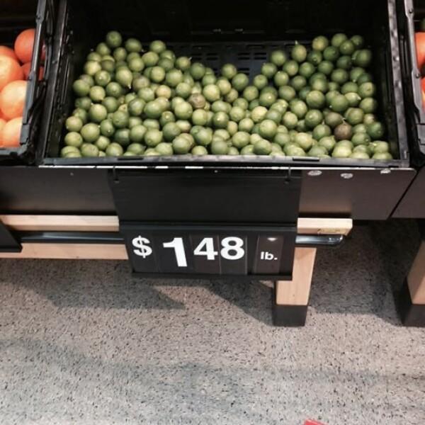 En un Walmart de Dallas, el kilo de limones cuesta unos 3 dólares, o sea, casi unos 40 pesos, lo que es el doble en comparación con los precios más caros en México