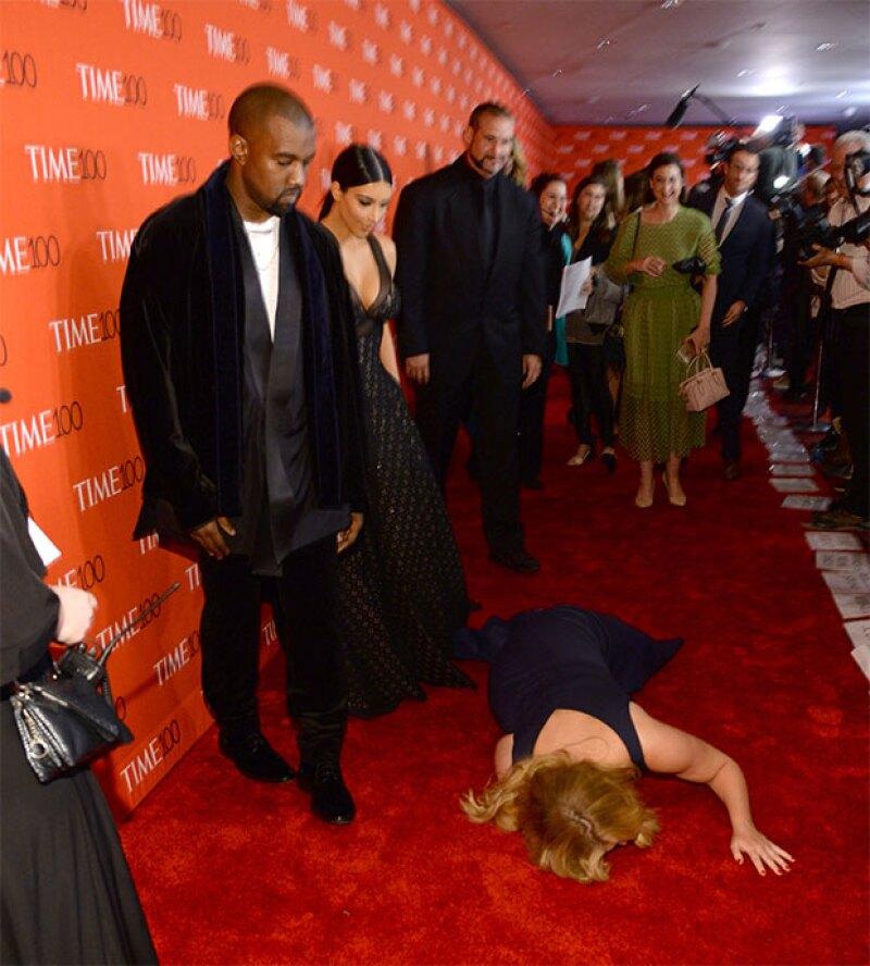 Sin que lo esperaran, Amy cayó desmayada frente a la pareja.