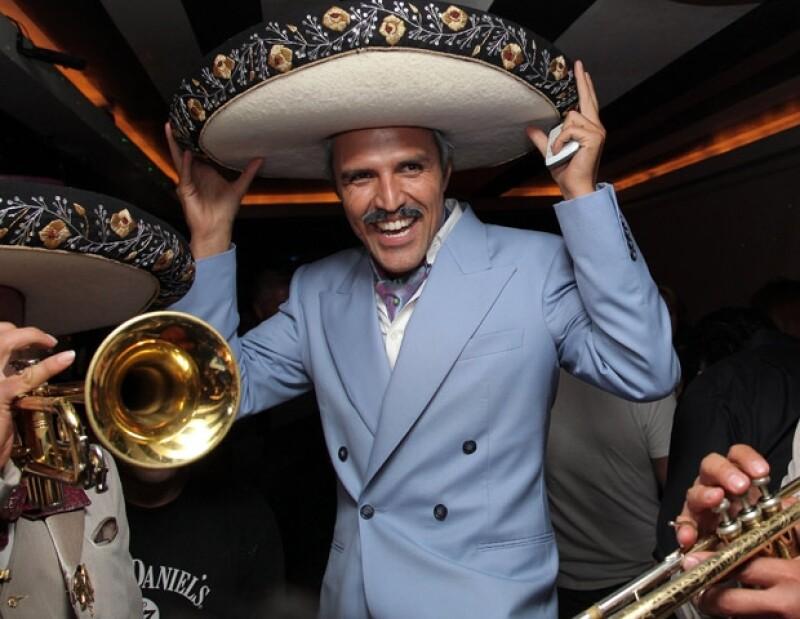 Billy disfrutó su fiesta disfrazado de Mauricio Garcés.