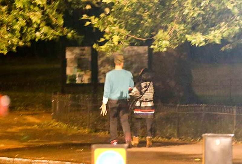 Los músicos fueron vistos tomados del brazo por calles de Londres.