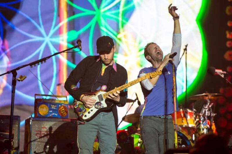 Durante su presentación de Coldplay en el festival Glastonbury, Apple y Moses debutaron sobre el escenario para acompañar a su papá a interpretar una de las canciones de la famosa banda británica.