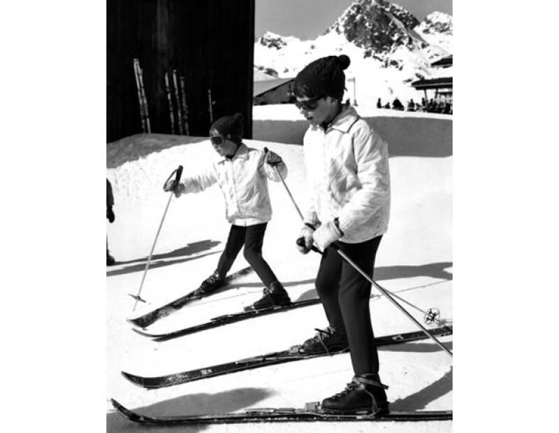 Como buen royal, Hubertus aprendió a esquiar desde pequeño. Aquí con su hermano mayor.