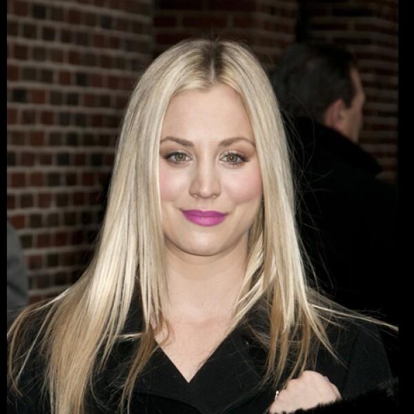 Kaley Cuoco es la vecina de los ´nerds´ en The Big Bang Theory. Guapa, sexy y muy profesional no mezcla su vida personal con el trabajo.